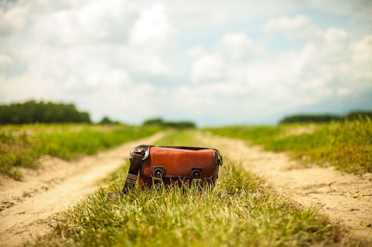 road fashion vintage bag - Travel Tip - A cautionary tale about what can happen when you get robbed while traveling.
